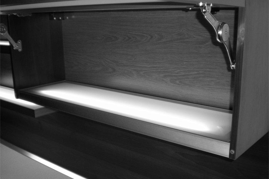 Mensole In Vetro Luminose.Mensola Illuminata Interna Finitura Argento Con Ripiano In Vetro